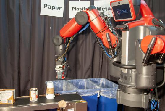 國內首款垃圾分類機器人亮相 識別率高達90%