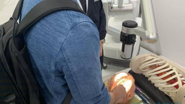 挽救生命的技术!索尼将其3D成像技术引入手术显微镜系统中