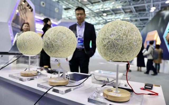 空气中的水汽也能发电! 清华大学携水汽发电项目亮相