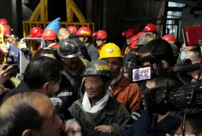 黑龙江双鸭山煤矿冒顶事故最新进展:七名被困矿工获救升井