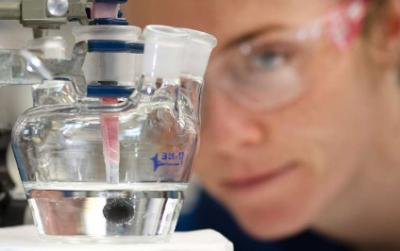 美国科学家研发廉价催化剂 可大规模分解水制氢