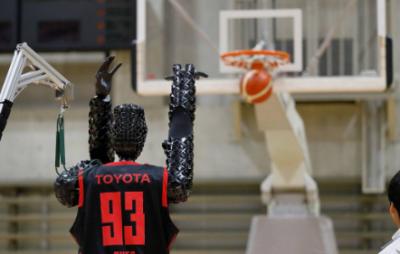 丰田篮球机器人创造世界纪录!连续罚球2020次