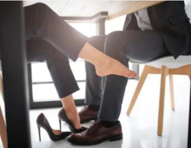 基于一项对权力和影响力的研究:企业管理者不应该和下属有恋爱关系