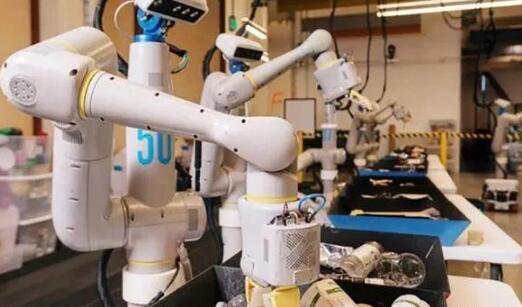 谷歌垃圾分类机器人来了 可来回游走捡起垃圾并分门别类