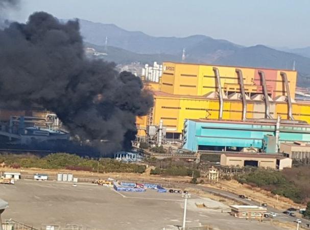 韩国浦项光阳钢铁厂发生大爆炸:烟柱冲天 出动16辆消防车
