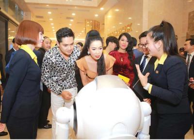 机器人银行落地越南 优必选科技越南语版Cruzr提供服务