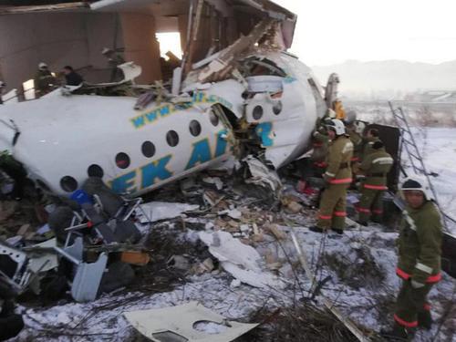 哈萨克飞机坠毁 机身段成三截 波音737事件卷土重来?