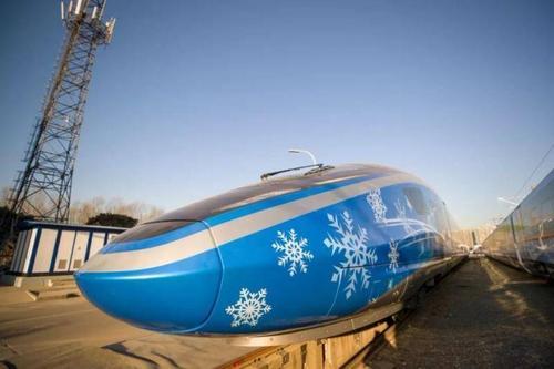 京张高铁开通 采用北斗卫星导航配备智能机器人