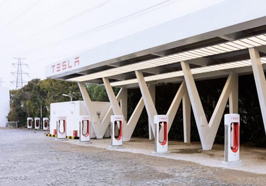 特斯拉建成国内首座V3超级充电桩 真正实现充电5分钟续航120km