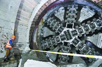 国内最长过海地铁隧道贯通!创造地铁建设新纪录
