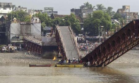 喀麦隆桥梁发生坍塌 造成至少7人死逾15人伤