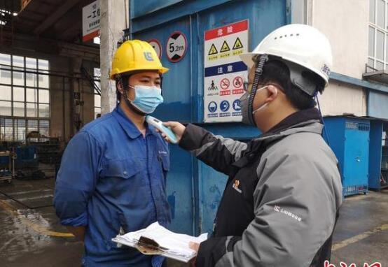 广西柳工复工:边抓防疫边生产 销售齐变主播线上卖产品
