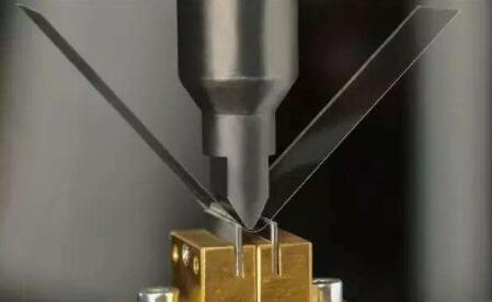 三星首次实现折叠屏用超薄柔性玻璃UTG量产和商用