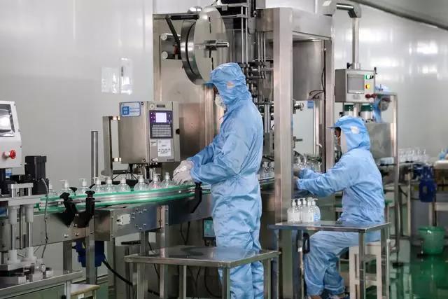 比亚迪医用级免洗手消毒凝胶日产30万瓶 首批已下线