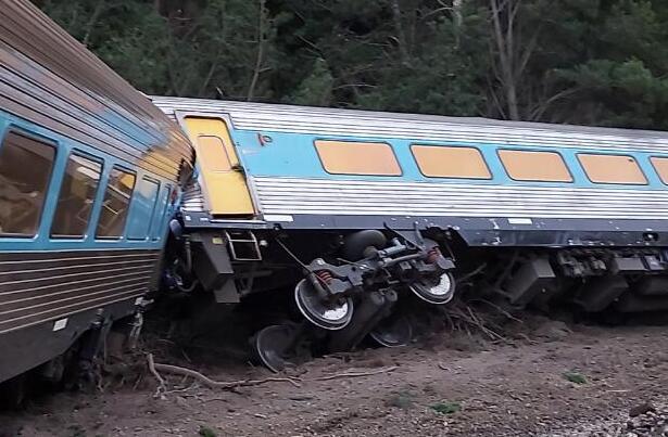 澳大利亚火车脱轨已致2人死亡 什么原因会造成列车脱轨?
