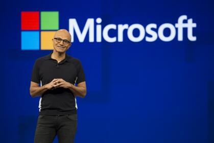 专访微软CEO纳德拉:政府过度监管会增加企业成本 企业成功标准应是经济影响而不是市值