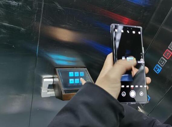 全球首台空气成像无接触电梯按钮来了 虚拟按键保证乘客的安全