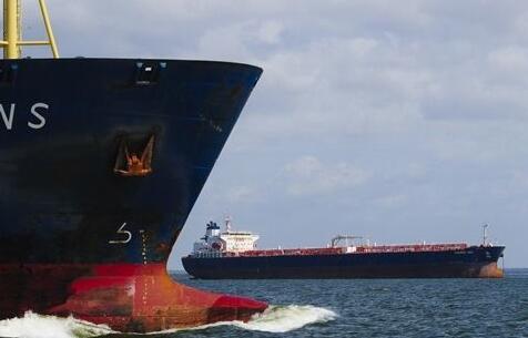 油价断崖式下降致全球开启抢购潮 巨型油轮租金飙升600%