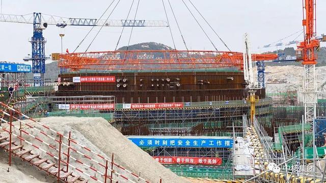 中核集团第五台华龙一号核电机组首个钢衬里模块吊装成功
