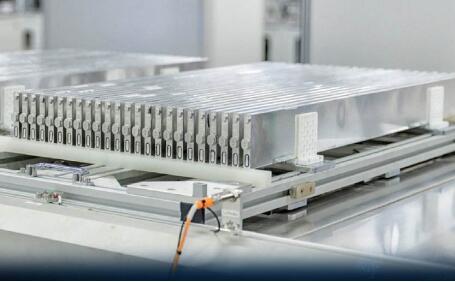 比亚迪刀片电池正式亮相!首款搭载刀片电池的整车6月投产