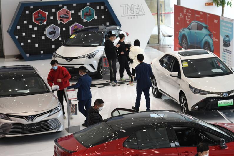 商务部:1-2月汽车销售下降37% 鼓励汽车消费政策将由点及面