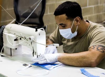 美军用3D打印自制N95口罩 45个小时只造了4个!