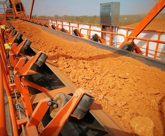 几内亚长距离铝土矿运输系统重载试车成功