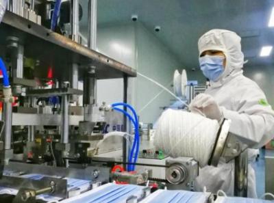 甘肃省首条熔喷布生产线在中国石油建成产品顺利下线