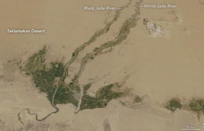 卫星图显示塔克拉玛干沙漠在变绿:植树造林初见成效