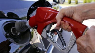 民营加油站促销降价至4元抢市场 成品油市场价格战愈演愈烈