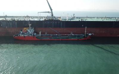 青岛港外锚地大型船舶船供油业务首单落地 开创供油业务先河