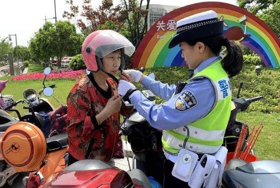骑电动车不戴头盔罚款吗?公安部回应:以宣传引导为主