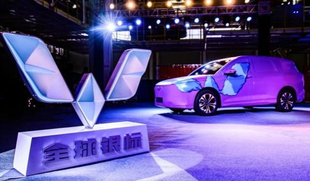 上汽发布五菱全球银标 首款新车Victory车型正式亮相