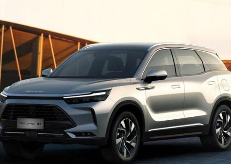 北汽X7即将上市换英文车标 内饰科技感十足