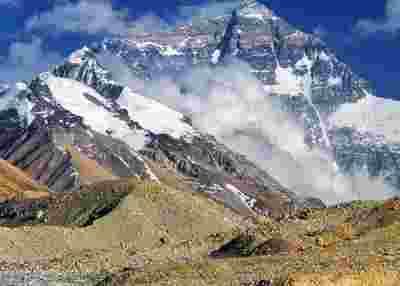 珠峰测量登山队挺进海拔 8300 米,准备27日凌晨攻顶