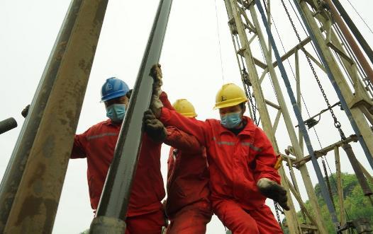 国内首口超深页岩气井复杂缝压裂工艺试验成功