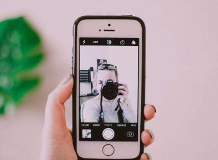 苹果手机拍照新专利:即使不在一起也能和朋友完成合照
