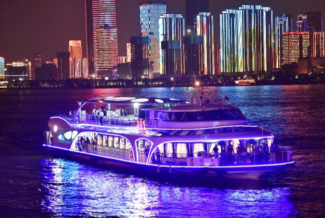 国内首艘大型纯电动商旅客船正式起航 搭载亿纬锂能磷酸铁锂电池