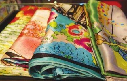 真絲面料起源是哪里?100%桑蠶絲衣服為什么這么貴?
