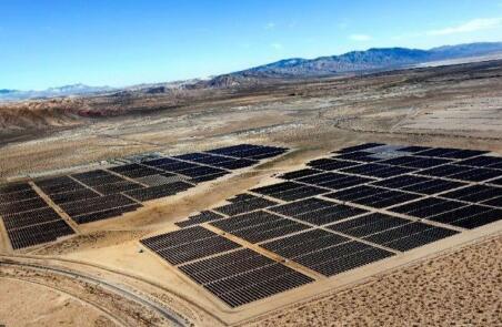 光伏發電成本十年間下降82% 成本只有石化燃料的五分之一