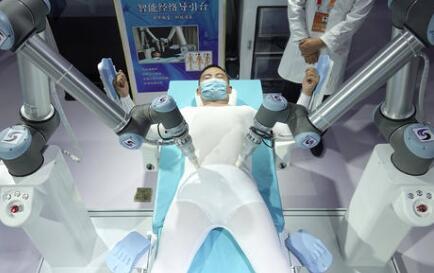 微型手术机器人在医疗中的应用:更高精度,更大的灵活性