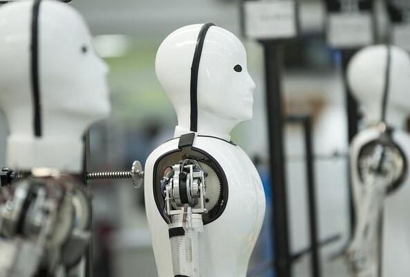 今年前9个月机器人赛道流入70亿融资 创始人忙到没空接受采访