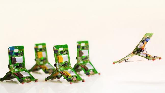 受昆虫启发的微型机器人:可以跳跃,飞行和爬升