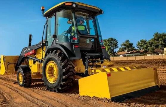 Deere推出支持210L拖拉机装载机和改进的箱形刀片