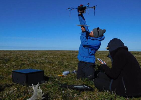无人机采集北极地区环境数据 监控气候变化