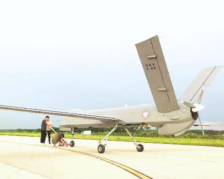 彩虹—4无人机在湖北成功首飞 可远距离、全天候实施监控