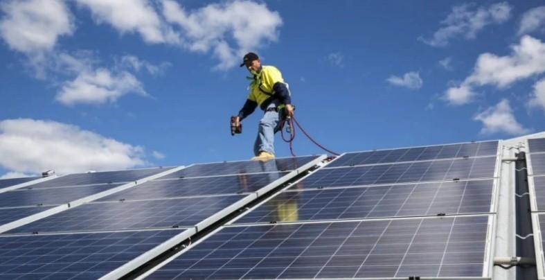 """""""双赢"""":屋顶太阳能新技术可能提高家庭收入"""