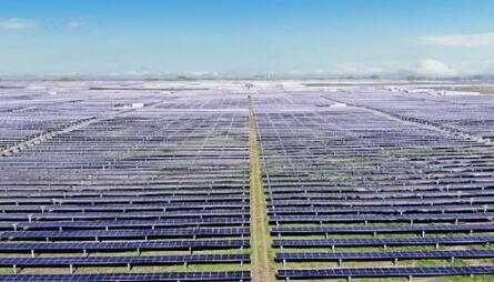 华为1.6GW智能组串逆变器助力全球最大光伏电站