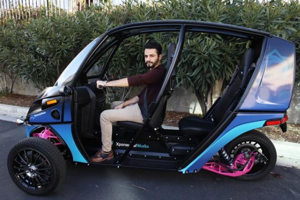 新型全电动汽车,一次充电可行驶约100英里