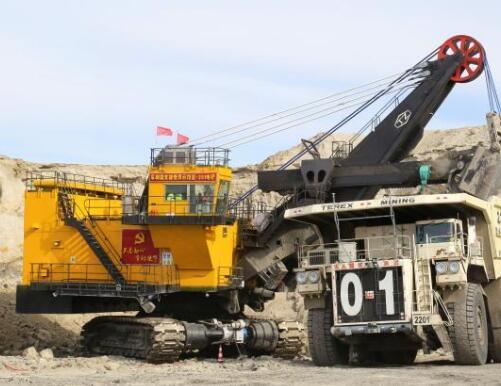 全球首个智慧矿山极寒工况无人驾驶卡车编组开启试运行